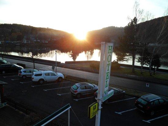 Hotel La Villa du Lac : lever de soleil sur le lac