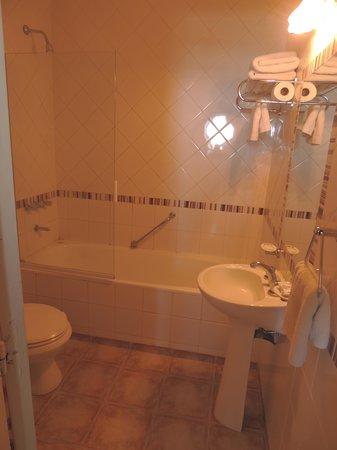 Hotel Lyon:                   banheiro