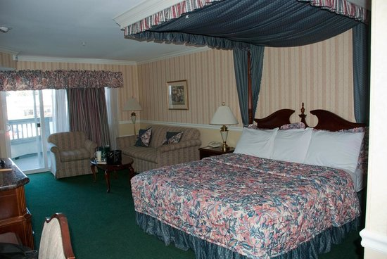 Ascot Inn at the Rock: room 208