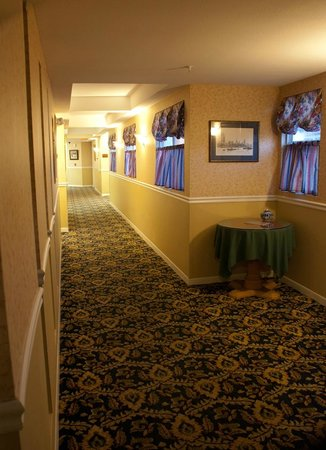 Ascot Inn at the Rock : hallway on second floor