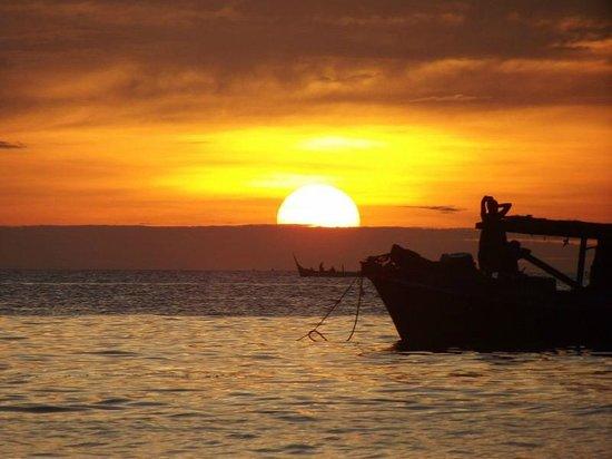 Seahorse Sipadan Scuba Lodge :                   Sunset from Seahorse jetty