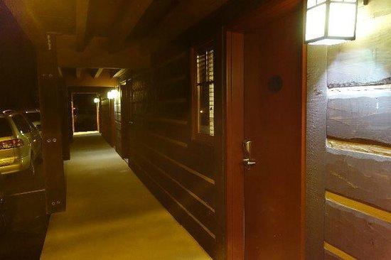 Elk Country Inn: 廊下