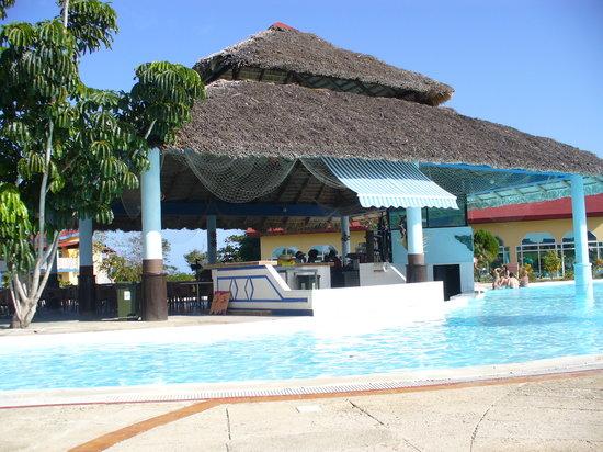 Bar dans la piscine picture of brisas covarrubias hotel for Bar dans une piscine