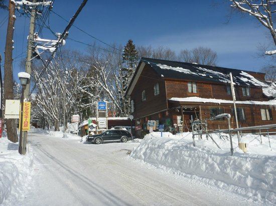 Hakuba Windy Lodge:                   View from the road
