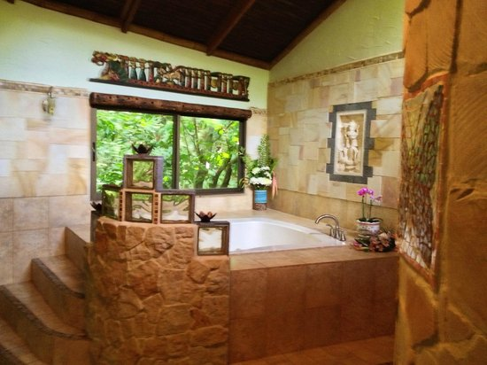 Waterfall Villas:                                     Honeymoon suite w/ large jacuzzi