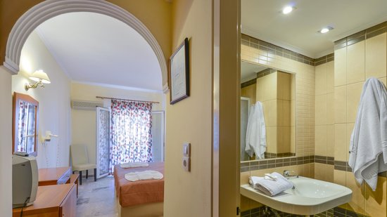 Venus Hotel & Suites: double room