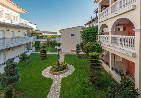 Venus Hotel & Suites: Gardens