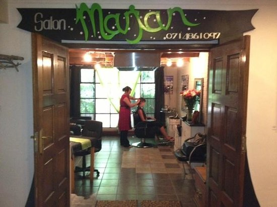 Far Hills Country Hotel: Marjan Hair Salon Far Hills Hotel