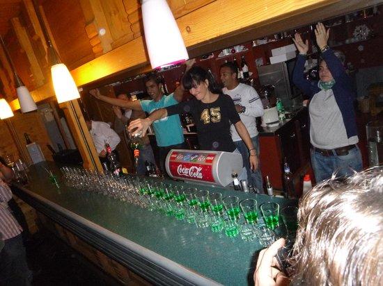 Club Med Arcs Extreme: mic-mac au bar 
