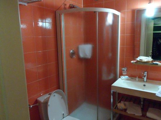 هوتل لا فورتيزا: bagno-doccia 