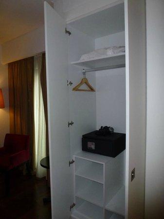 Vip Executive Saldanha Hotel:                   Шкаф