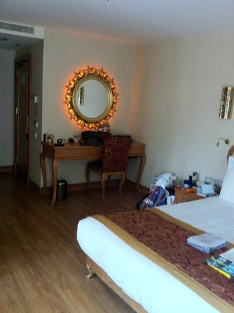 Hotel Sultania:                   atmosferic light behind mirror, bed, TV...