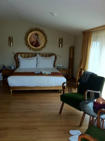 Hotel Sultania:                   comfy bed and sheets