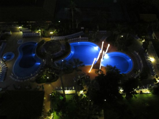 Sunlight Bahia Principe San Felipe: Pool in night light