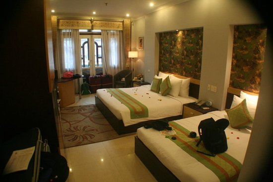 Hanoi City Palace Hotel:                   Family room (with king and queen beds) and balcony