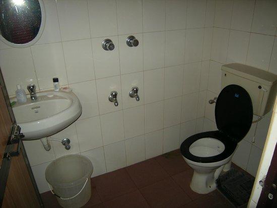 O Camarao Hotel:                   Bathroom
