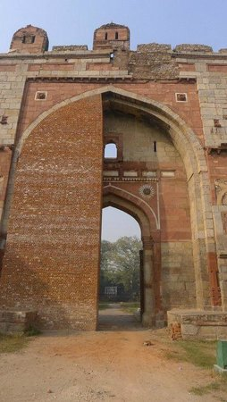 Purana Qila: Sher Shah Gate - half way bricked in