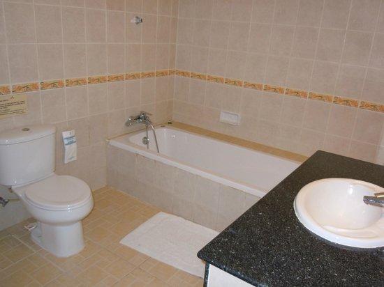 Thai Ayodhya Villas & Spa: Une des 2 salles de bain de la Chambre-Suite