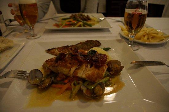 Cherne local fish picture of humus vecindario for Local fish restaurants
