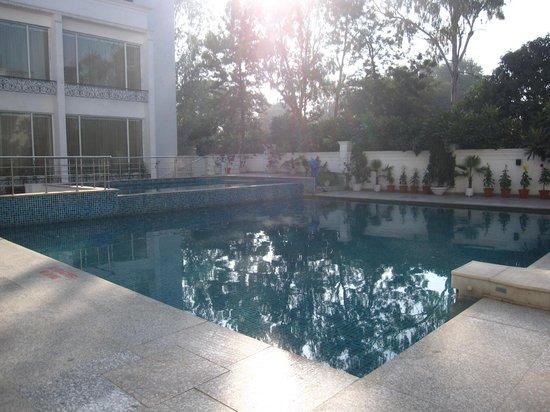 Country Inn & Suites By Carlson Delhi Satbari :                   The Pool