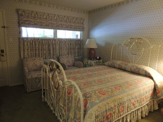 Apple Farm Inn:                   Our cosy room