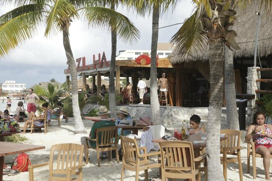 Na Balam Beach Hotel:                   Outdoor restaurant overlooking the sea, beautifull