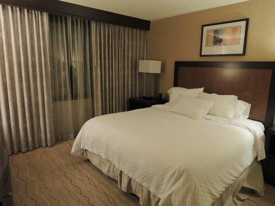 Embassy Suites by Hilton Hotel Santa Clara :                   Bedroom