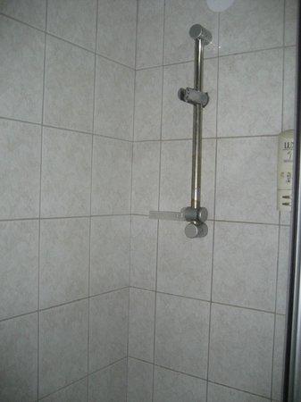 Orontes Hotel: our bathroom