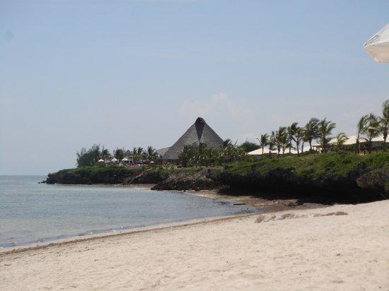 Ora Resort Watamu Bay: Vista della struttura dalla spiaggia