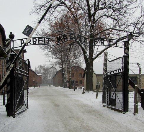 Krakow Trip - Auschwitz Tours:                   Auschwitz-Birkenau Memorial