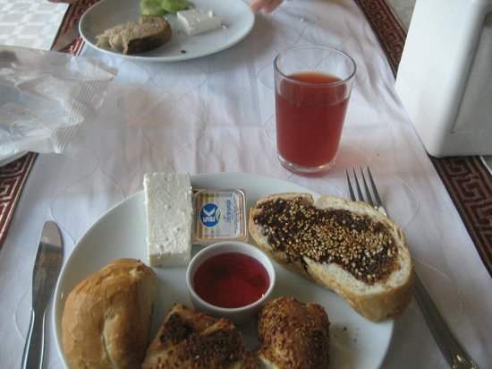 Orontes Hotel: nice breakfast