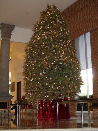 Presidente InterContinental Puebla: Weihnachtliches Foyer