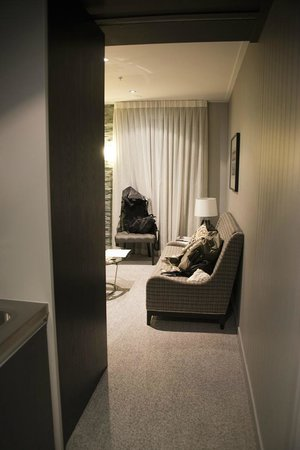 DoubleTree by Hilton Hotel Queenstown:                   Std room - entry