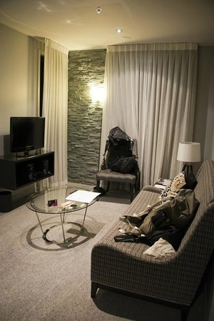 DoubleTree by Hilton Hotel Queenstown:                   Std room - Living area