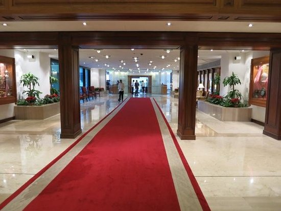 Sheraton Grand Doha Resort & Convention Hotel: Entryway