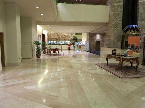 Sheraton Grand Doha Resort & Convention Hotel: Lobby
