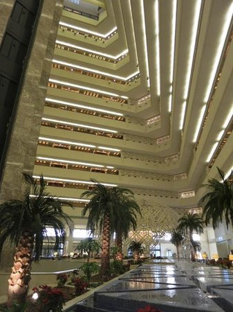 Sheraton Grand Doha Resort & Convention Hotel: Atrium
