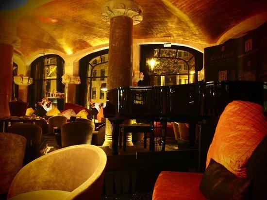 โรงแรมคาซาฟุสเตอร์: 1階のバーラウンジ