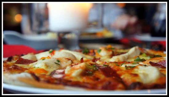 The Royal Bar : Pizza & a pint for £5.95