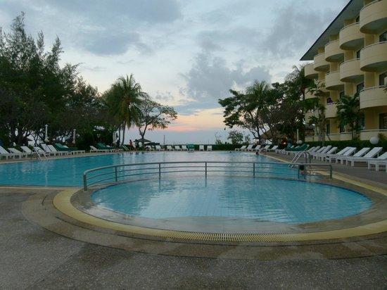 Beach Garden Hotel: Pool