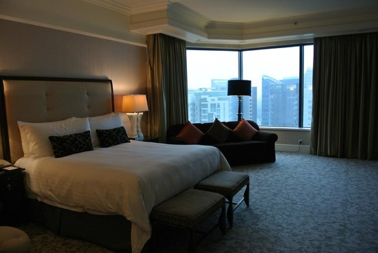 Four Seasons Hotel Singapore: bedroom