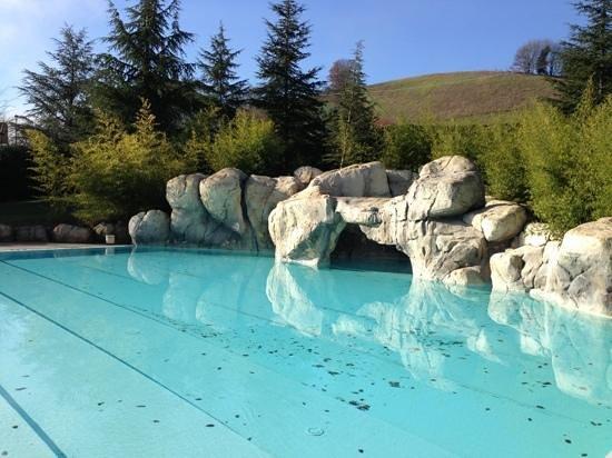 La piscina all 39 aperto foto di hotel le grotte genga tripadvisor - Hotel con piscine termali all aperto ...
