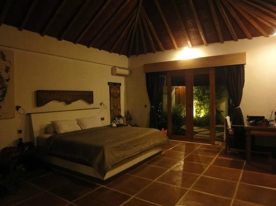 Dyana Villas:                   Bedroom in 1 bed villa, very large comfy bed
