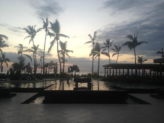 Sheraton Fiji Resort :                   Sunset over the pool