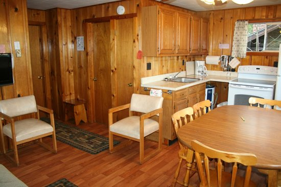 Candlelight Cottages LLC on Lake George: Two bedroom lakeside cottage