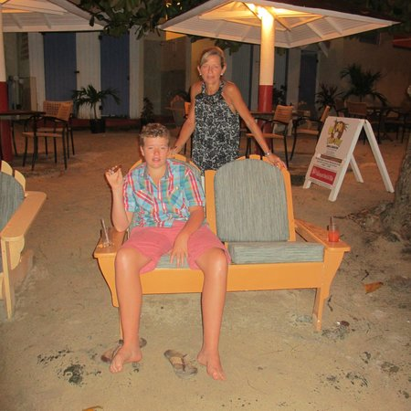 The Flamboyant Hotel & Villas: The beach bar - The Owl