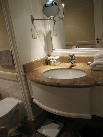 Hotel Pulitzer Amsterdam: washbasin