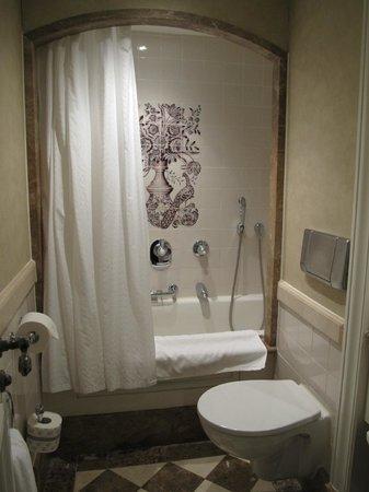 Hotel Pulitzer Amsterdam: bathtub