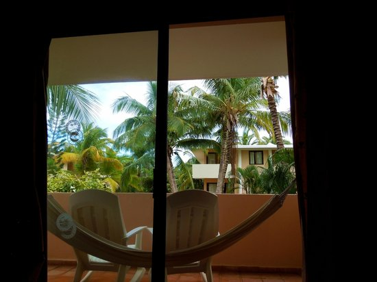 Catalonia Bavaro Beach, Casino & Golf Resort: Hammock on the balcony!