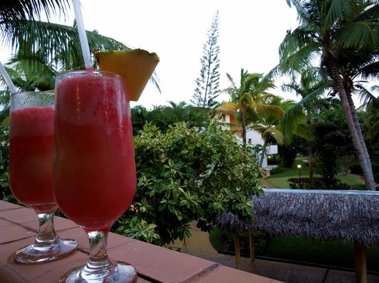Catalonia Bavaro Beach, Casino & Golf Resort: Miami Vice from the lobby bar